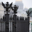 Fence with eagles on the Palace Square in Saint-Petersburg — Stock Photo