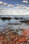 красный камень побережье средиземного моря — Стоковое фото