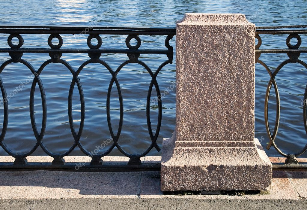 Fragment of an old barrier on the Neva River, St. Petersburg, Russia — Stock Photo #6670924