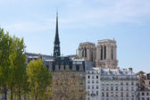 Notre-Dame de Paris and Ile Saint Louis — Stock Photo