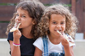Sisters eating — Stock Photo
