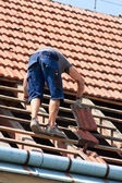 Worker on the roof — Stock Photo