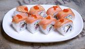 Sushi på en tallrik — Stockfoto