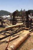 Starý stroj aby viděl protokoly ze dřeva ve francii — Stock fotografie