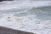 волна и спрей на побережье французской нормандии — Стоковое фото