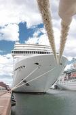 фронт круиз корабль пришвартовался в порт в норвегии — Стоковое фото