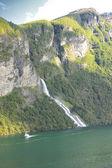 Selvagens riachos e cachoeiras da noruega no verão — Foto Stock