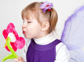 Girl likes violet butterfly — Stock Photo