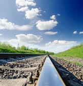 Järnvägen under molnig himmel — Stockfoto