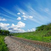 Ferrocarril bajo cielo nublado — Foto de Stock