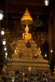 The gold buddha is the famous of bangkok. — Stock Photo