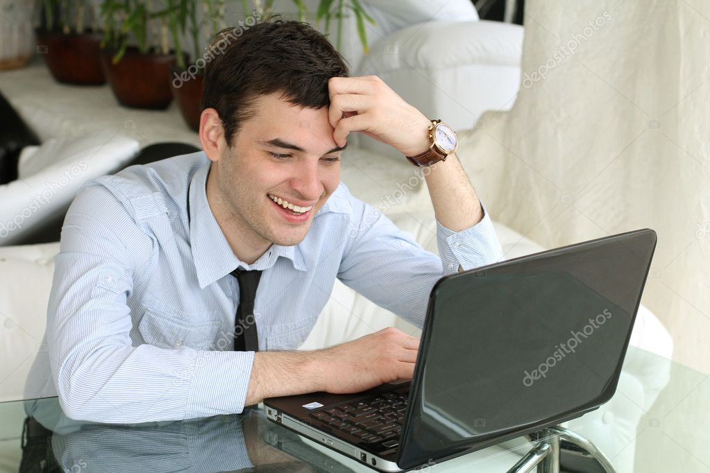 Free Internet. feeling Happiness. Smiling men working at the laptop — Stock Photo #5454026