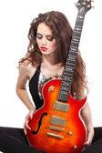 Mulher sexy com brilhante guitarra — Fotografia Stock