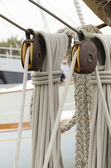 Pulleys and ropes of sailing — Fotografia Stock