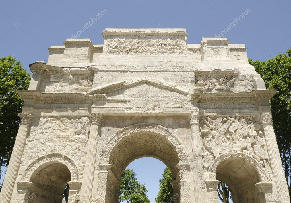 Front of roman arch of triumph in Orange city, France — Stock Photo #5861684