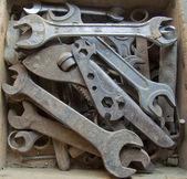 Staré nástroje v dřevěné krabici — Stock fotografie