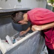 Young man in dumpster - Stockfoto