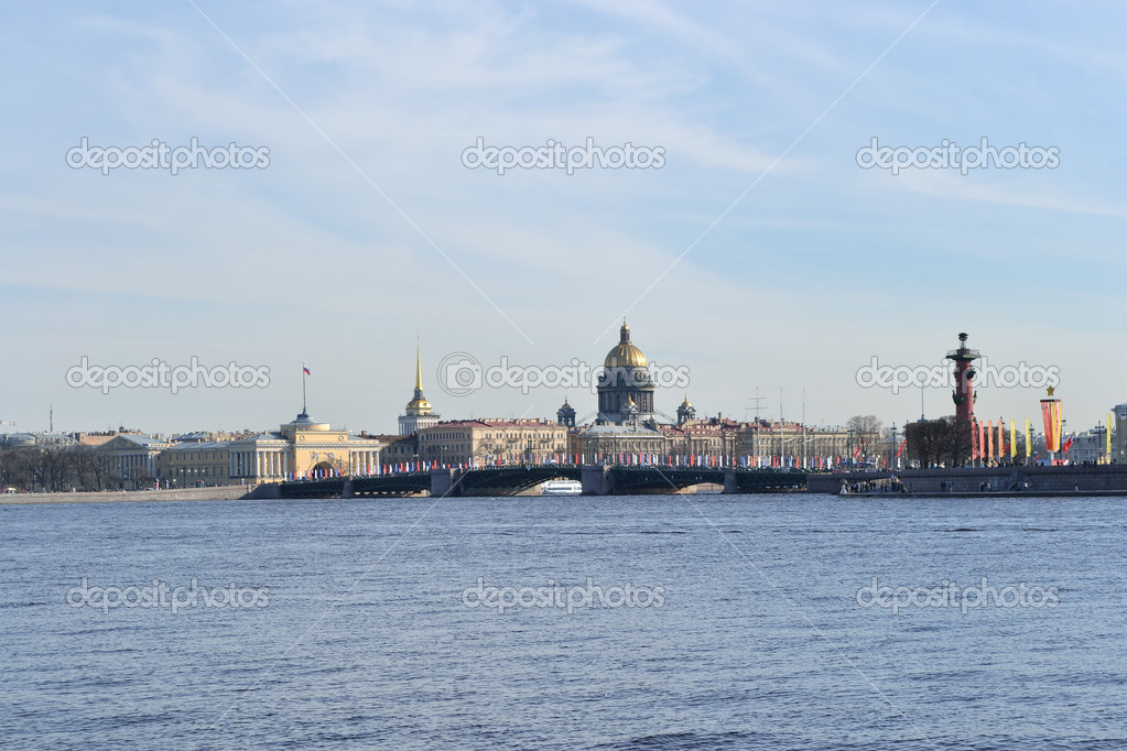 View of the St.Petersburg.  St. Isaac's Cathedral and the Palace Bridge — Stok fotoğraf #5715302