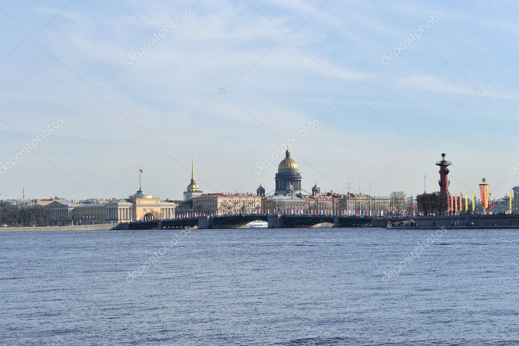 View of the St.Petersburg.  St. Isaac's Cathedral and the Palace Bridge — Stockfoto #5715302