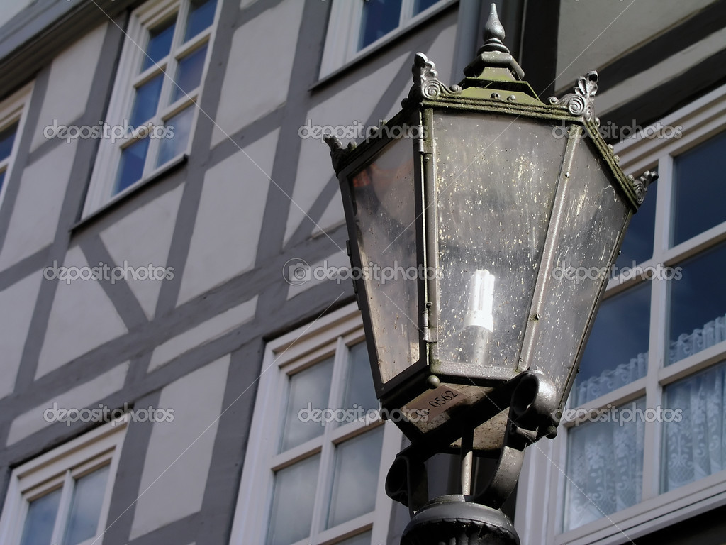 An old-fashioned street lamp in front of a typical German facade — Stock Photo #5620577