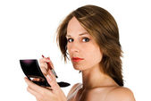 Vrouw gezicht met borstel — Stockfoto