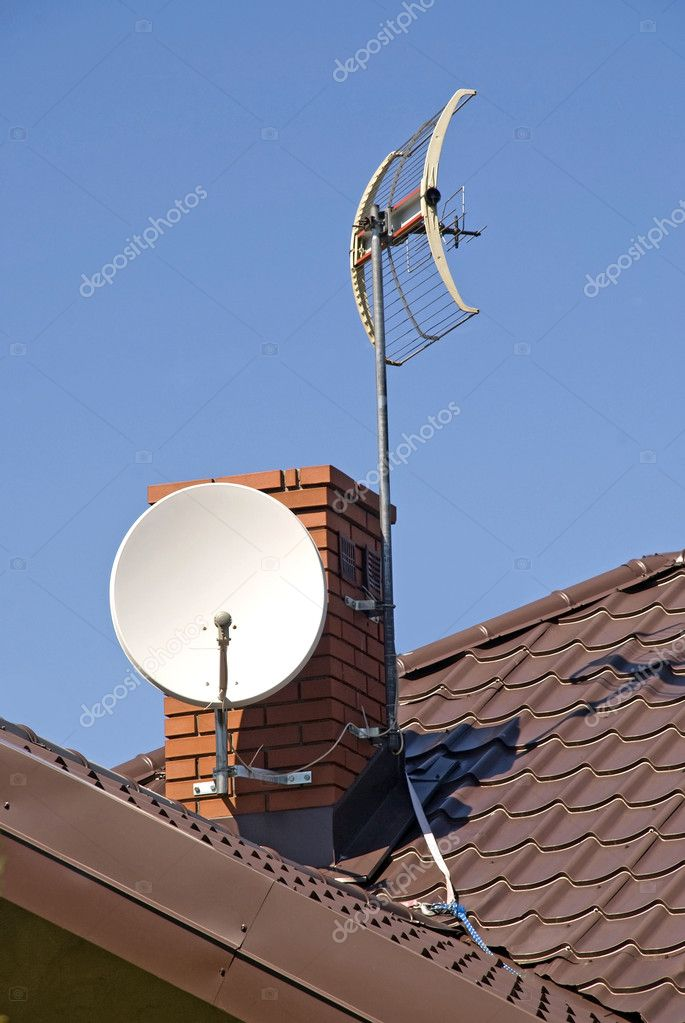 White satellite dish on brown roof — Stock Photo #5754801