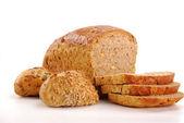 Composition avec du pain et petits pains isolés sur blanc — Photo