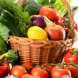 Vegetables in wicker basket — Stock Photo #5569982