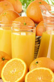 桔汁和水果的眼镜 — 图库照片