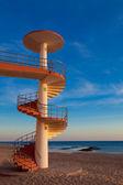 Schody ślimak na plaży — Zdjęcie stockowe