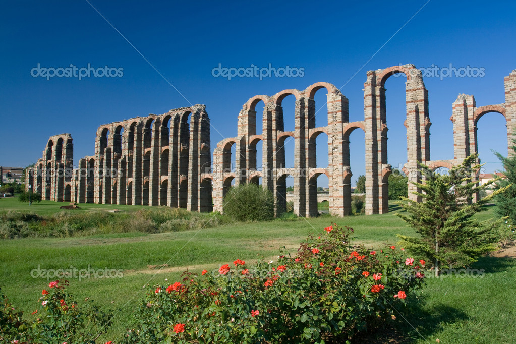 The Miracles'  aqueduct from Roman epoch placed on ancient Roman province Lusitania — Stock Photo #5411736
