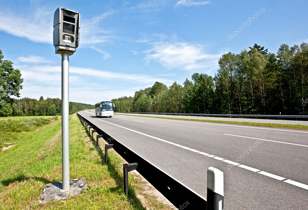 Speed control by the police with a radar speed camera — Stok fotoğraf #6644656