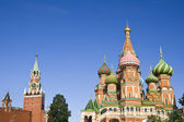 St. Basil Cathedral and Spasskaya tower in Moscow — Stock Photo