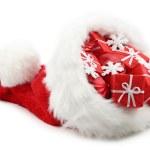 クリスマス プレゼントとサンタ クロースの帽子 — ストック写真