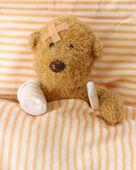 Teddy bear ill — Stock Photo