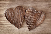Deux coeurs en bois — Photo