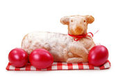Easter lamb cake with red eggs — Zdjęcie stockowe