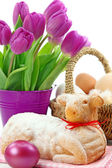 Easter lamb cake and purple tulips — Stok fotoğraf