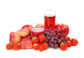 Fresh red fruits and juice — Stock Photo