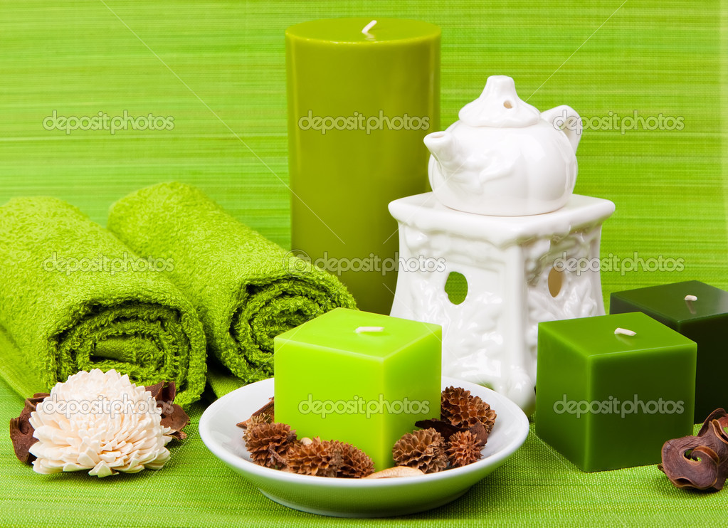 Set for spa and aromatherapy on a green background — Stock Photo #6472390