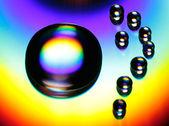 光沢のある表面上の水の滴 — ストック写真