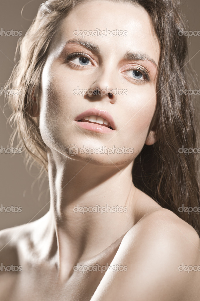 Face of a sexy young brunette woman with perfect skin — Foto de Stock   #5430427