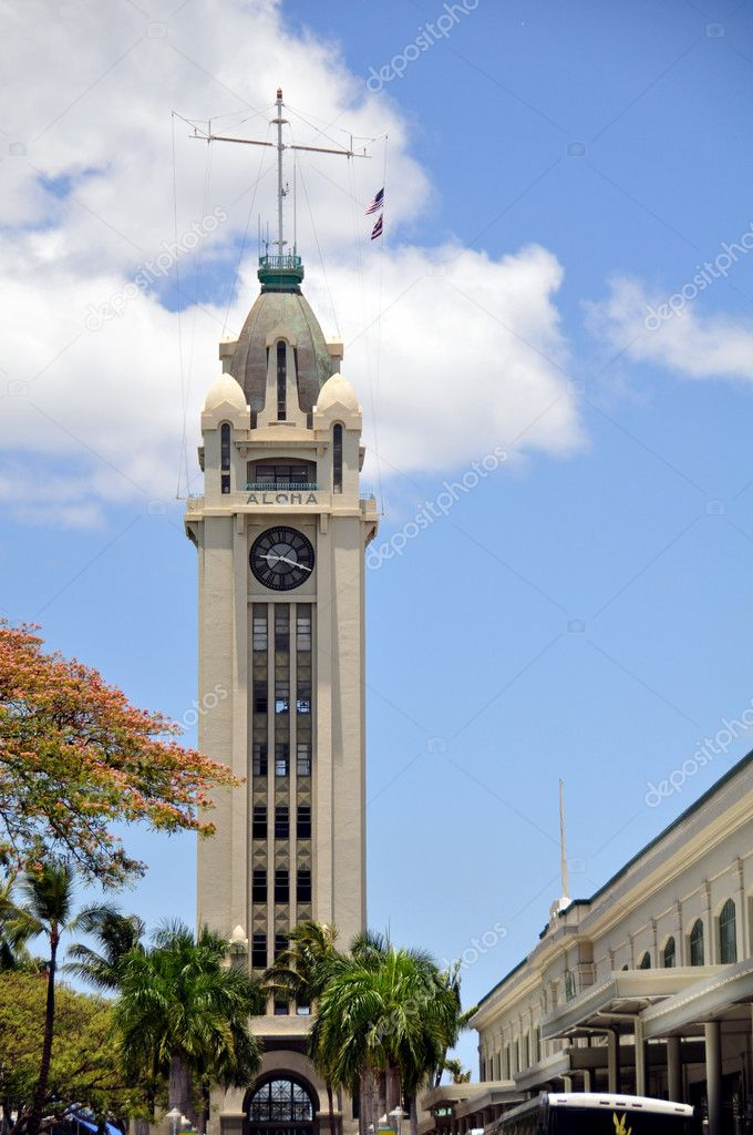 Aloha Tower in Honolulu, Hawaii — Stock Photo #5475409