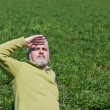 Man in the field — Stockfoto