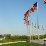 amerikanische Flaggen, die rund um das Washington memorial — Stockfoto