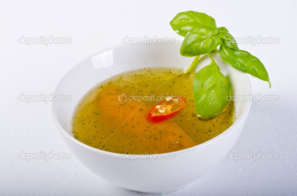 A fresh summery broth with leek onion, and carrot — Stock Photo #6154305