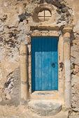 Blue door with columns, Akrotiri, Santorini. — Stock Photo