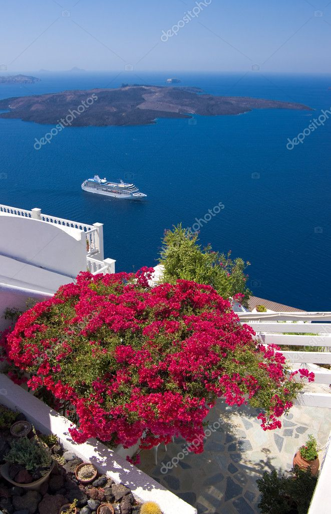 Beautiful bougainvillea on a terrace overlooking Santorini caldera with a vacation cruise liner in the background — Stock Photo #5490073