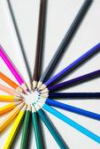 Färgade pennor i en cirkel — Stockfoto