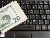 Ordenador hace dinero — Foto de Stock